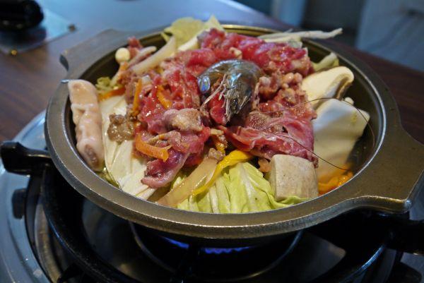 紅銅-牛肉石頭火鍋